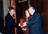19 ŞUBAT 1997 SÜLEYMAN DEMİREL PLAKET VERİRKEN5.jpg