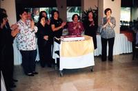 2009 EKİM SÖKE ŞUBESİ KUTLAMA PASTASI KESİLMEDEN ÖNCE 10UNCU YIL MARŞI SÖYLENİRKEN.jpg