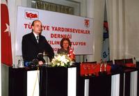 2002 74ÜNCÜ YIL DOKTOR ÖĞRENCİ KONUŞMASINI YAPARKEN.jpg