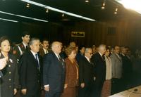 19 ŞUBAT 1997 SÜLEYMAN DEMİREL BİRSEN ELDEM SAYGI DURUŞUNDA.jpg