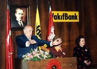 19 ŞUBAT 1997 SÜLEYMAN DEMİREL KONUŞMA YAPARKEN.jpg